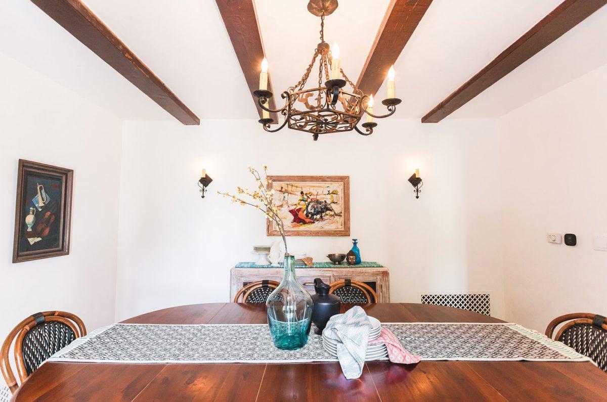 casa-stile-spagnolo-soggiorno-lampadario