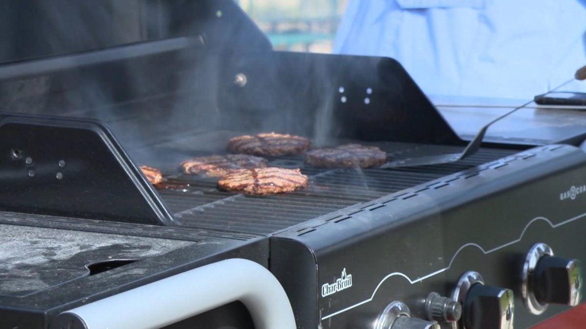 barbecue-giardino-cucinare-fumi