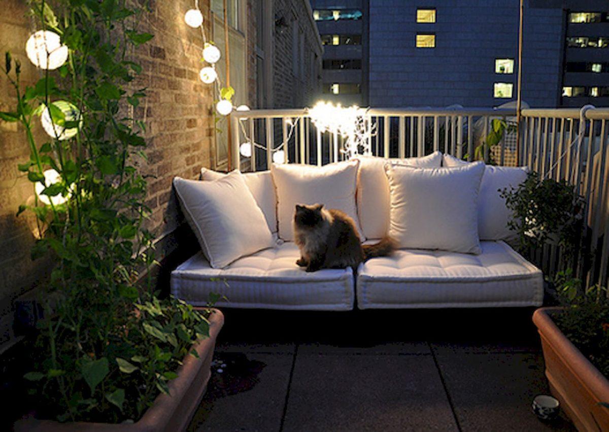 balcone-stretto-lungo-divano