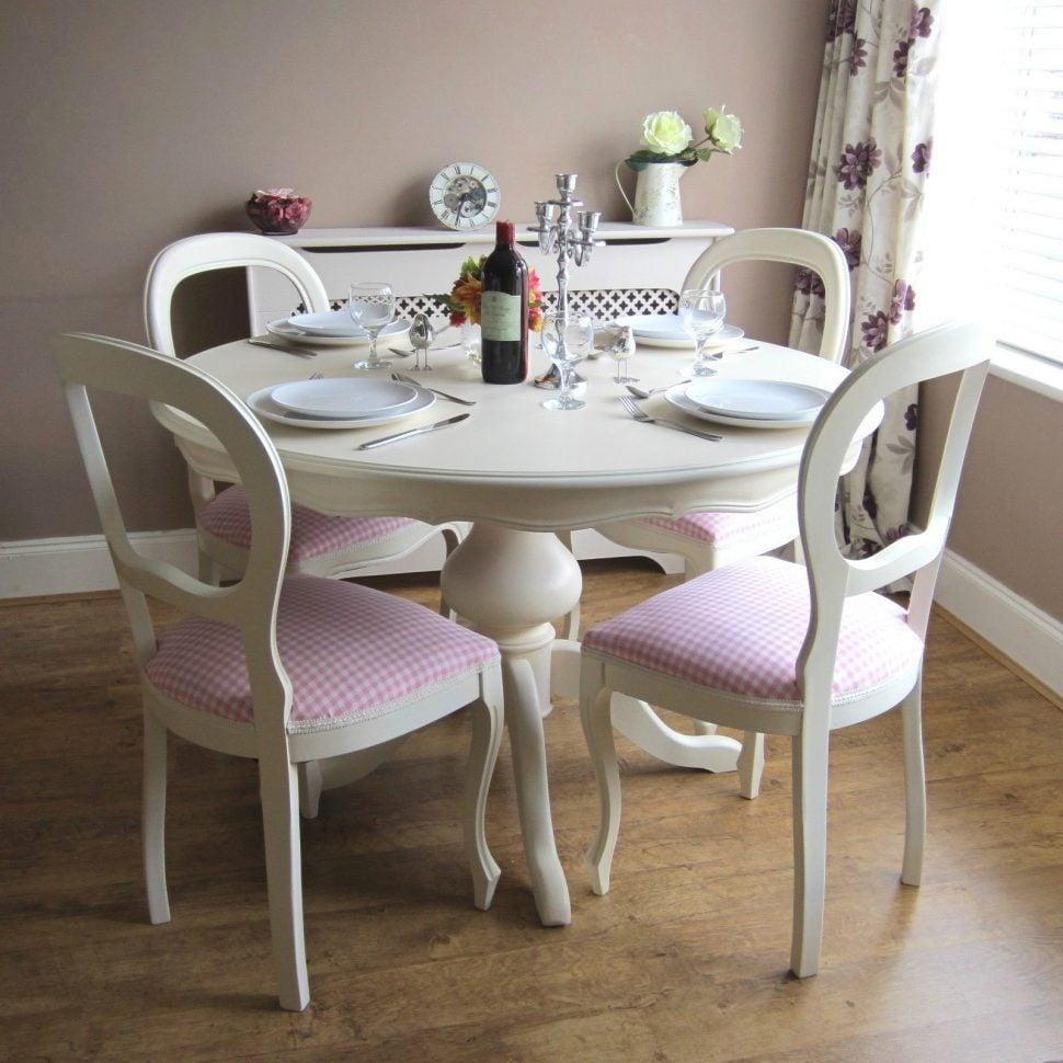 cucina-shabby-chic-tavolo-sedie-antiche