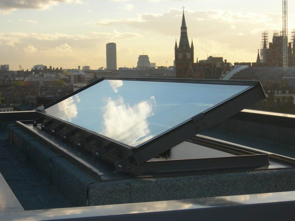 Finestre per tetti piani for Prezzi finestre per tetti