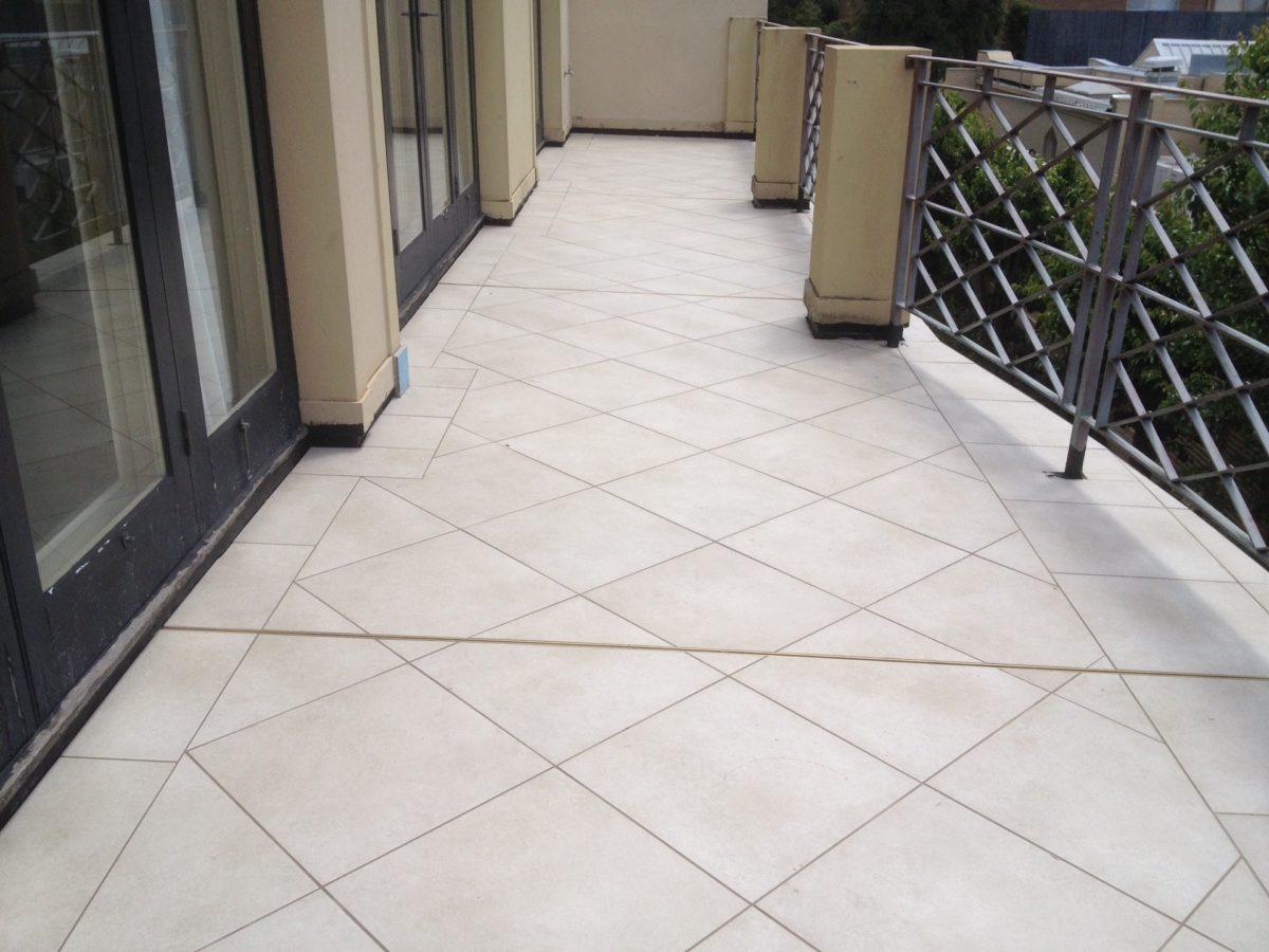 impermeabilizzare-terrazzo-piastrelle-spazio