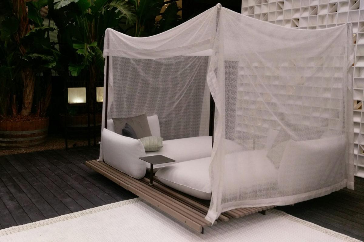 divano-letto-esterno-baldacchino