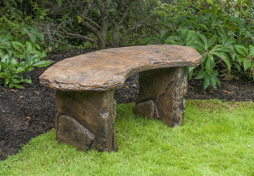panchina-giardino-pietra-curva