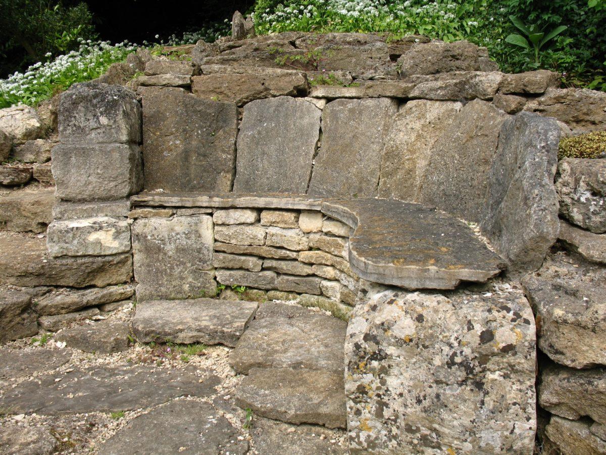 panchina-giardino-pietra