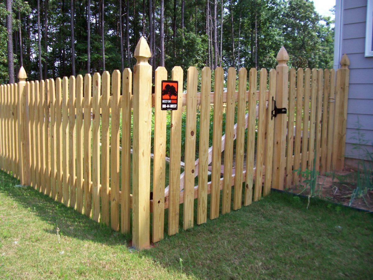 ringhiera-giardino-legno-steccato-protezione
