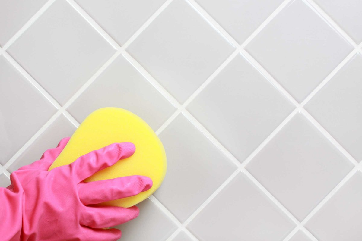Aceto per le pulizie di casa - Pulire fughe piastrelle aceto ...