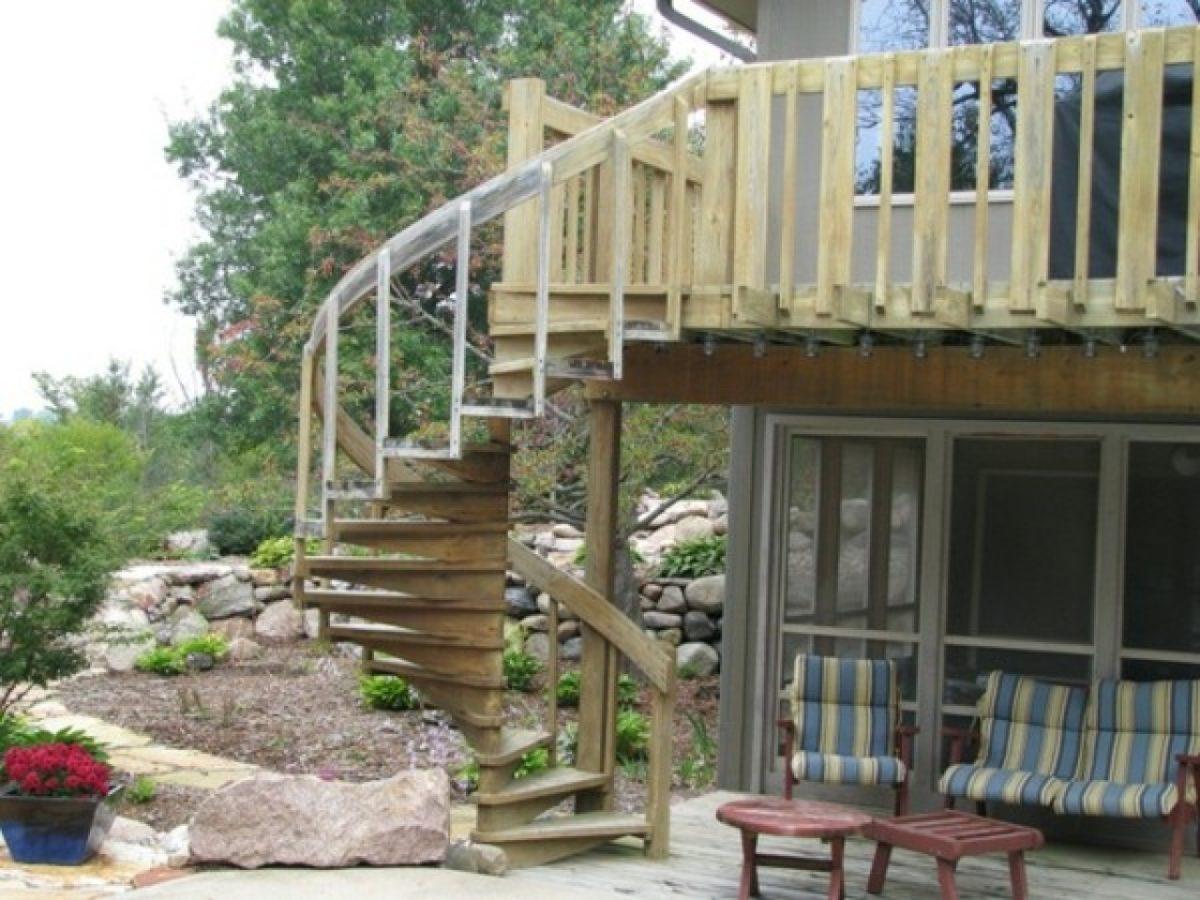 scala-esterna-chiocciola-prefabbricata-legno