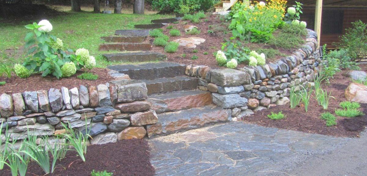 scala-esterna-gradini-pietra-muro