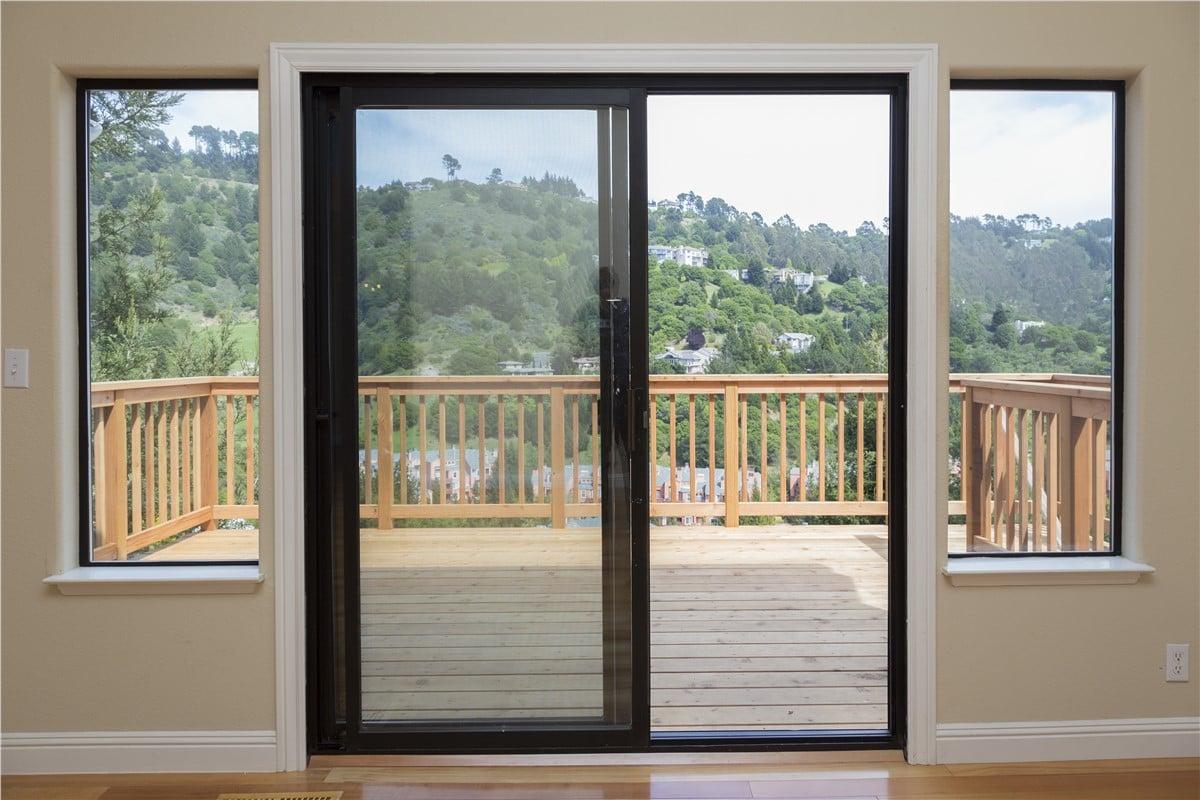 finestre-scorrevoli-legno-oscurate