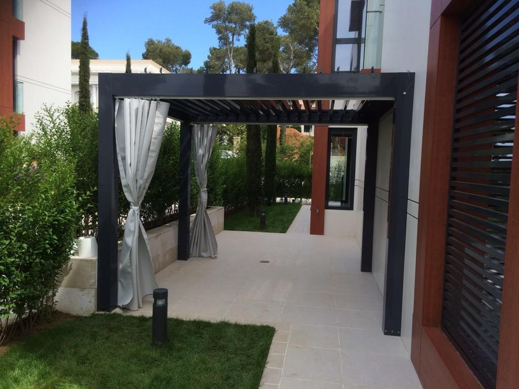 pergola-bioclimatica-giardino