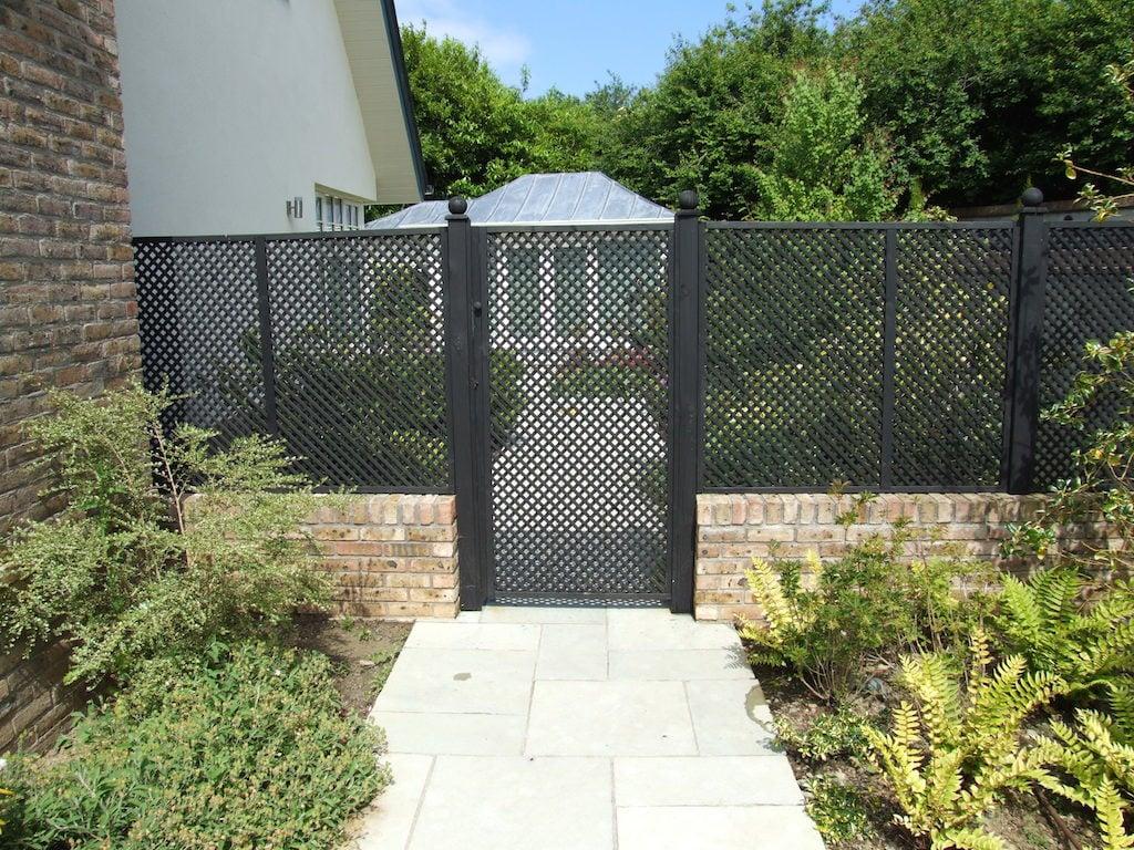 recinzione-giardino-muro-legno-decorazione-nero