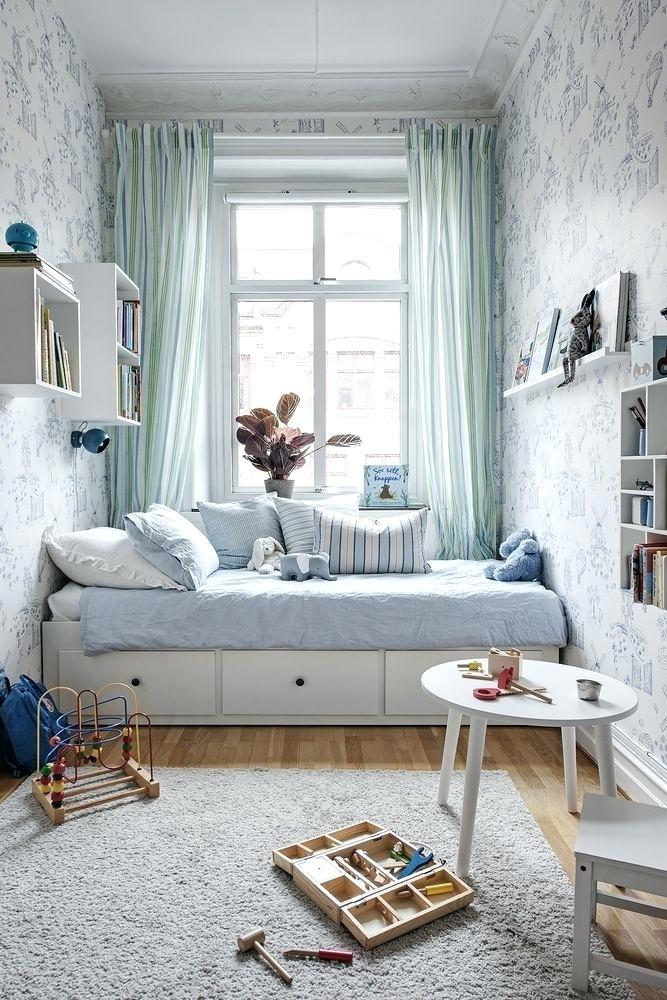 Camera da letto lunga e stretta for Ikea coprifili