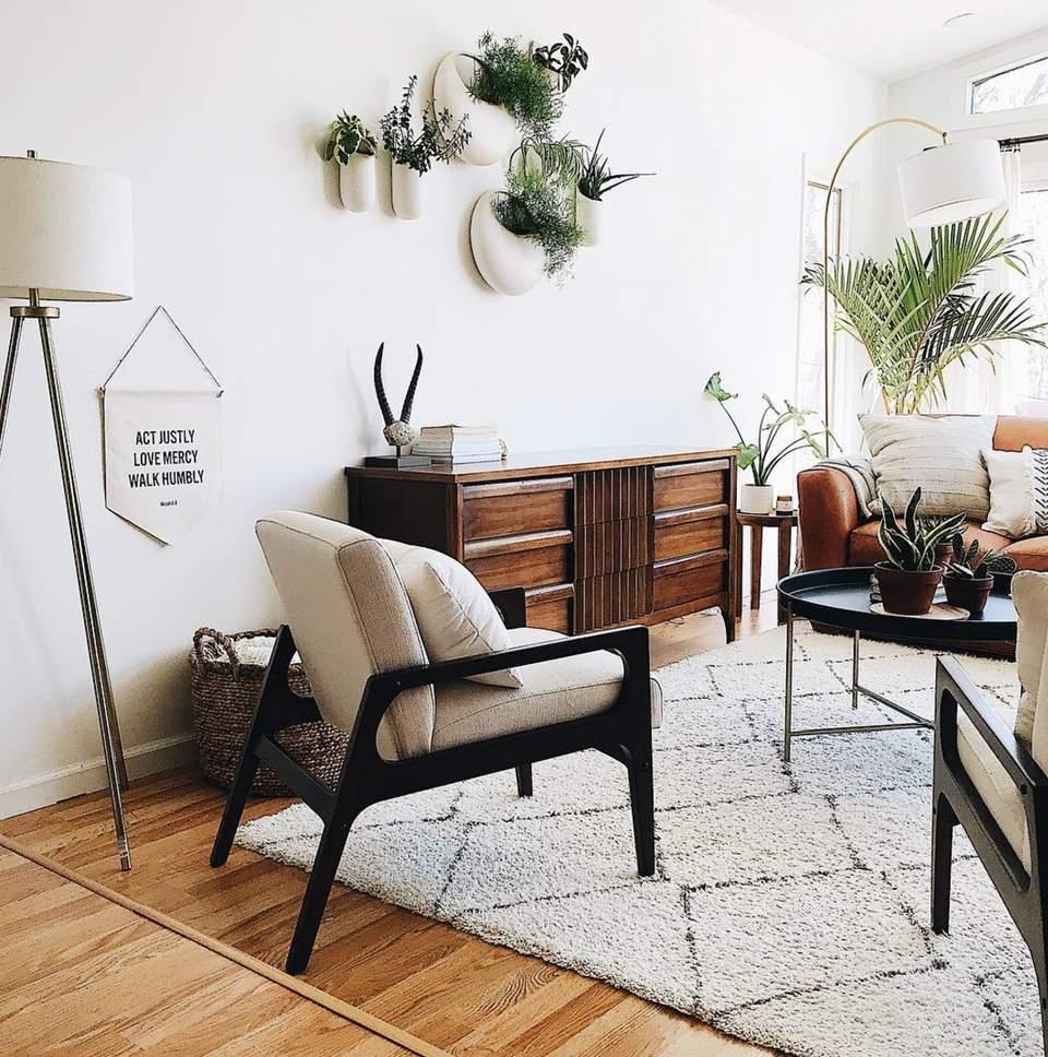 abbellire-stanza-tappeti-piante-luci