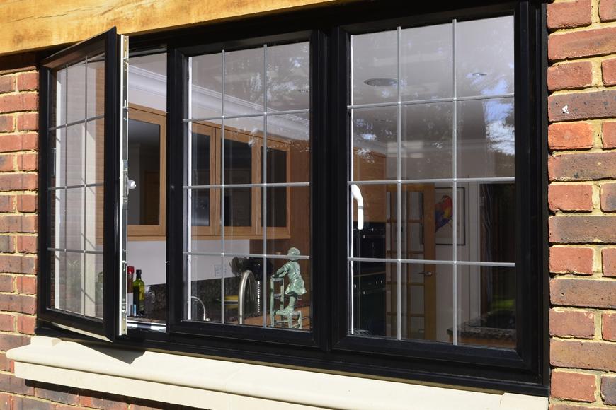 infissi-alluminio-finestra-aperta