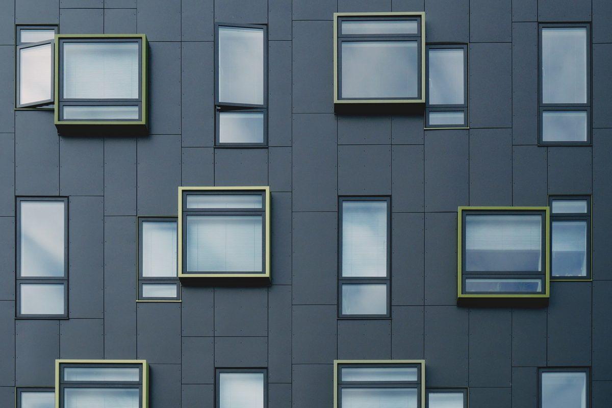 infissi-alluminio-palazzo