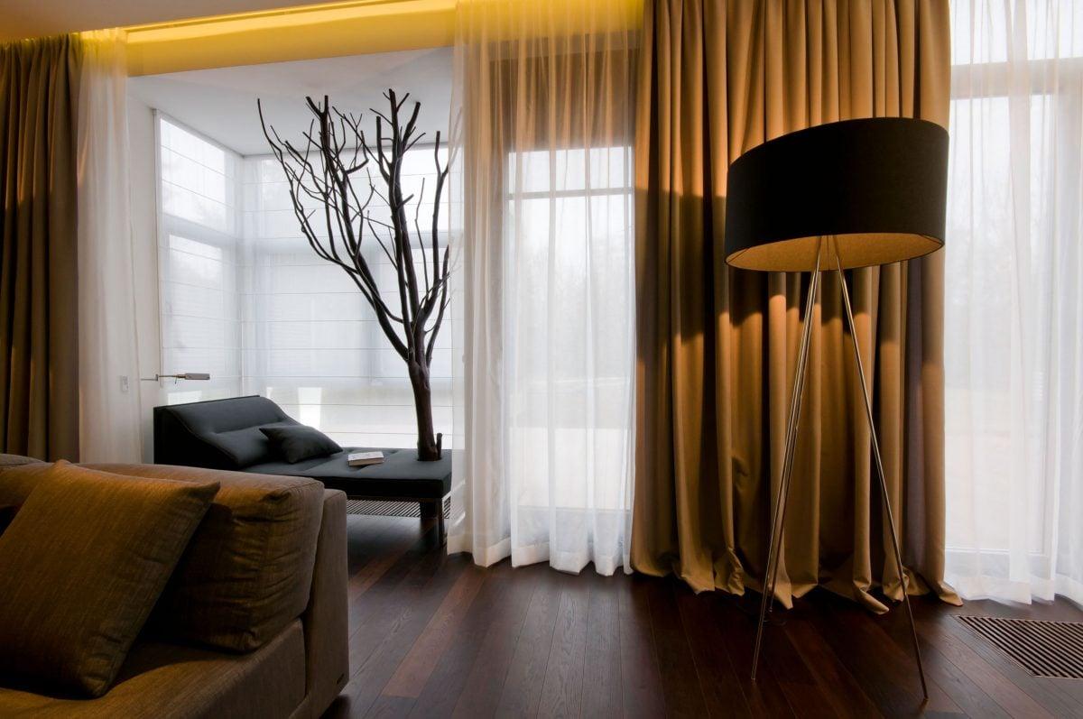 tende-per-la-casa-ultime-tendenze-tende-classiche-salotto-oscoranti