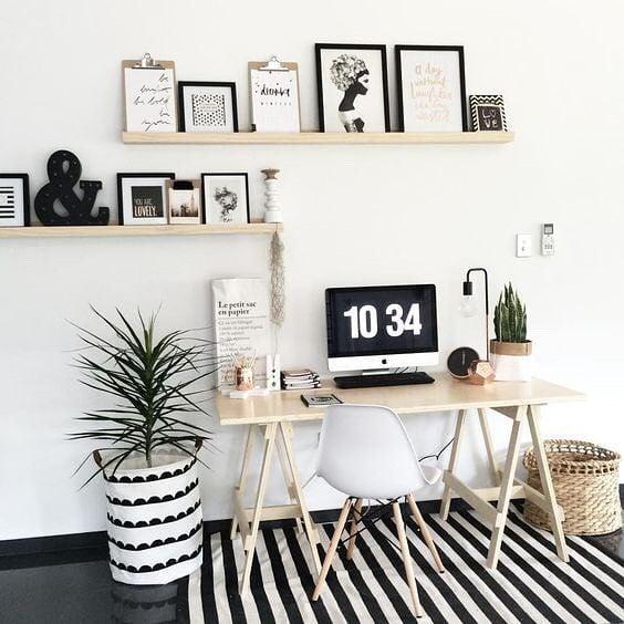 abbellire-scrivania-mensole-quadri