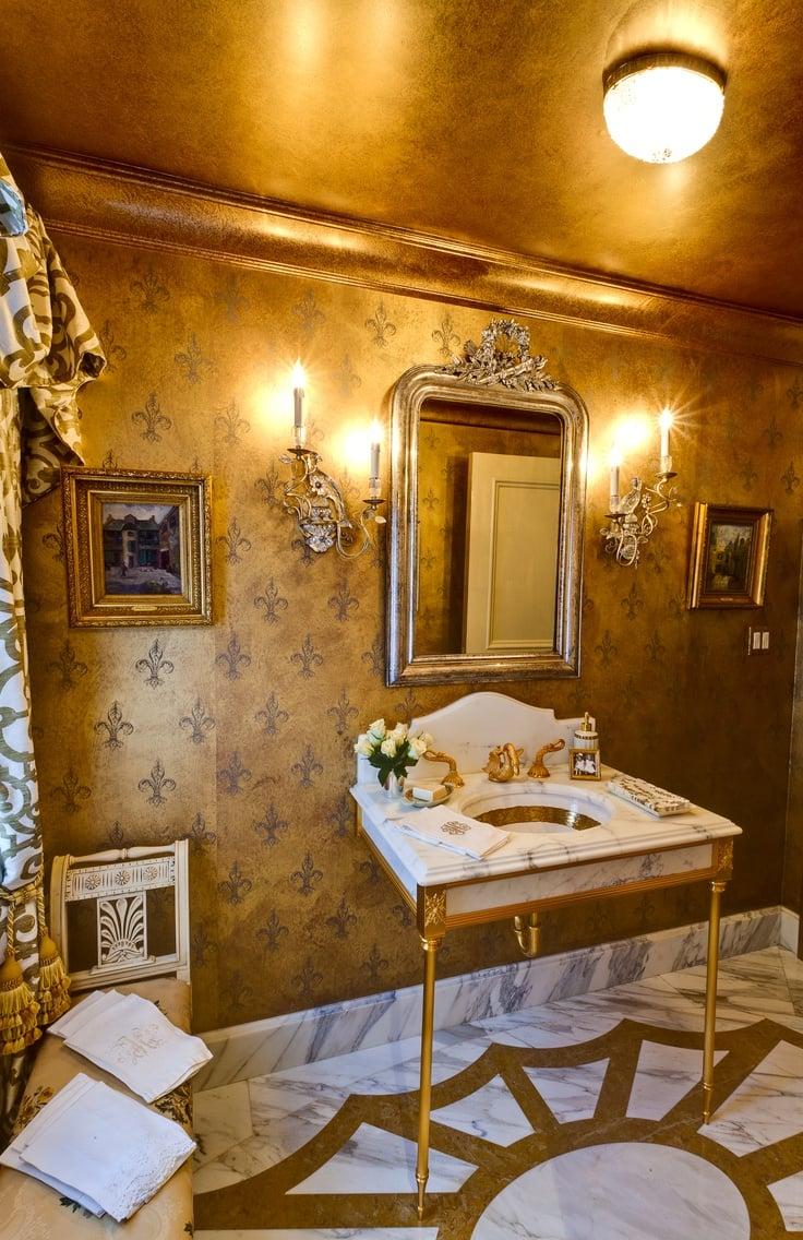 parete-bagno-colore-oro
