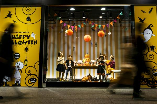 fb8e502ac699 Negozio di abbigliamento. vetrina-halloween-3