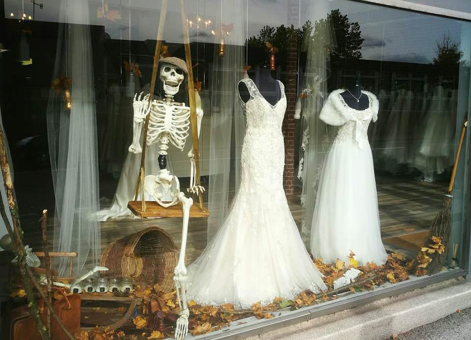 d7b66fe0f06f vetrina-negozio-halloween-15