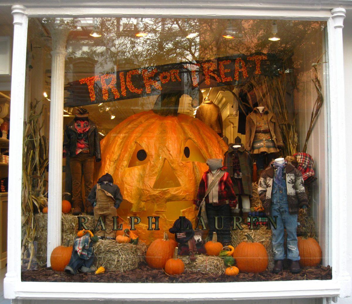281dd0fccd90 vetrina-negozio-halloween-21