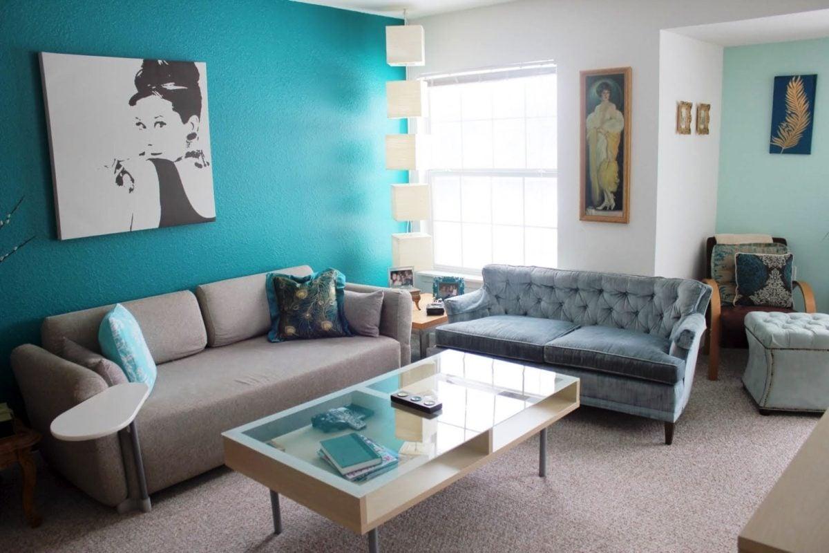 Colore turchese come usarlo per arredare casa - Brown and aqua living room pictures ...