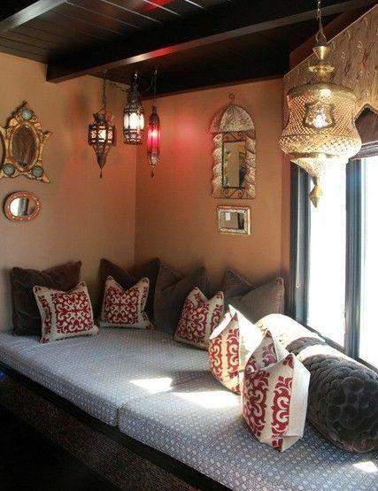 stile-arabo-sofa-lampadari