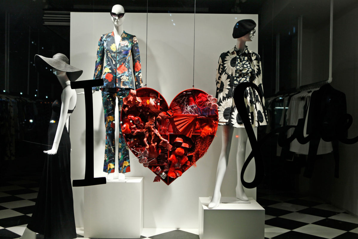 vetrina-negozio-san-valentino