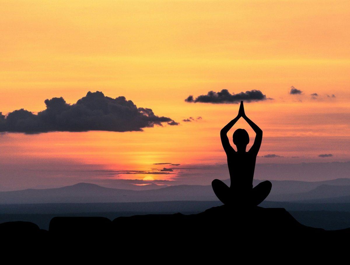 Come creare uno spazio per lo yoga in casa