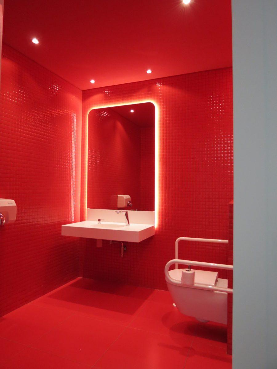 color-rosso-ferrari-bagno