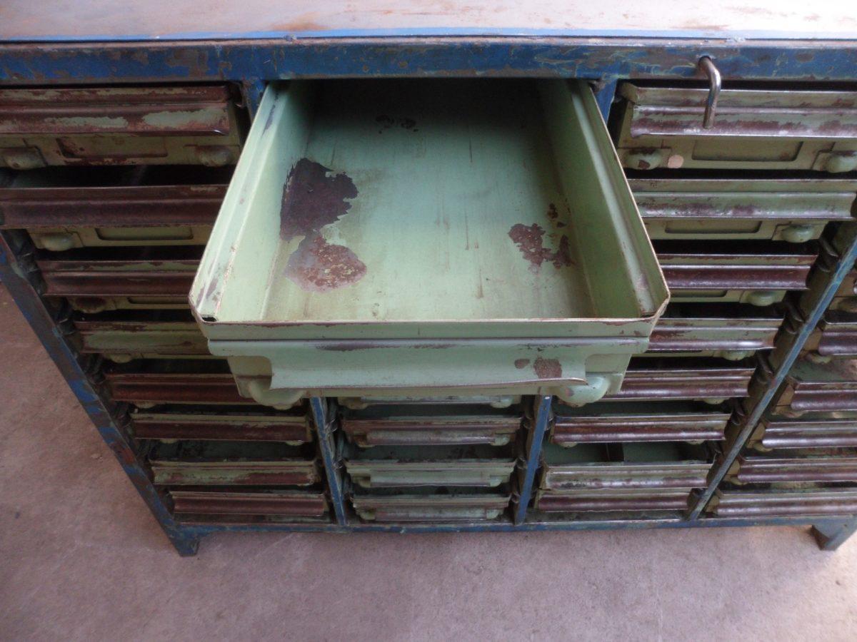 cucina-stile-industriale-cassettiera