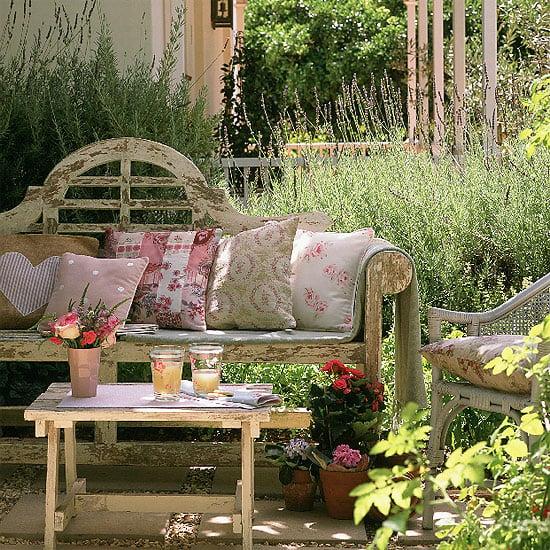 10-idee-arredare-giardino-country2