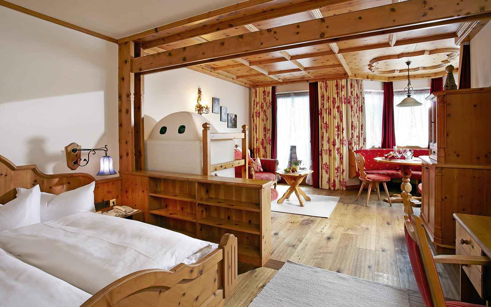Armadi Tirolesi Dipinti come arredare casa in stile tirolese