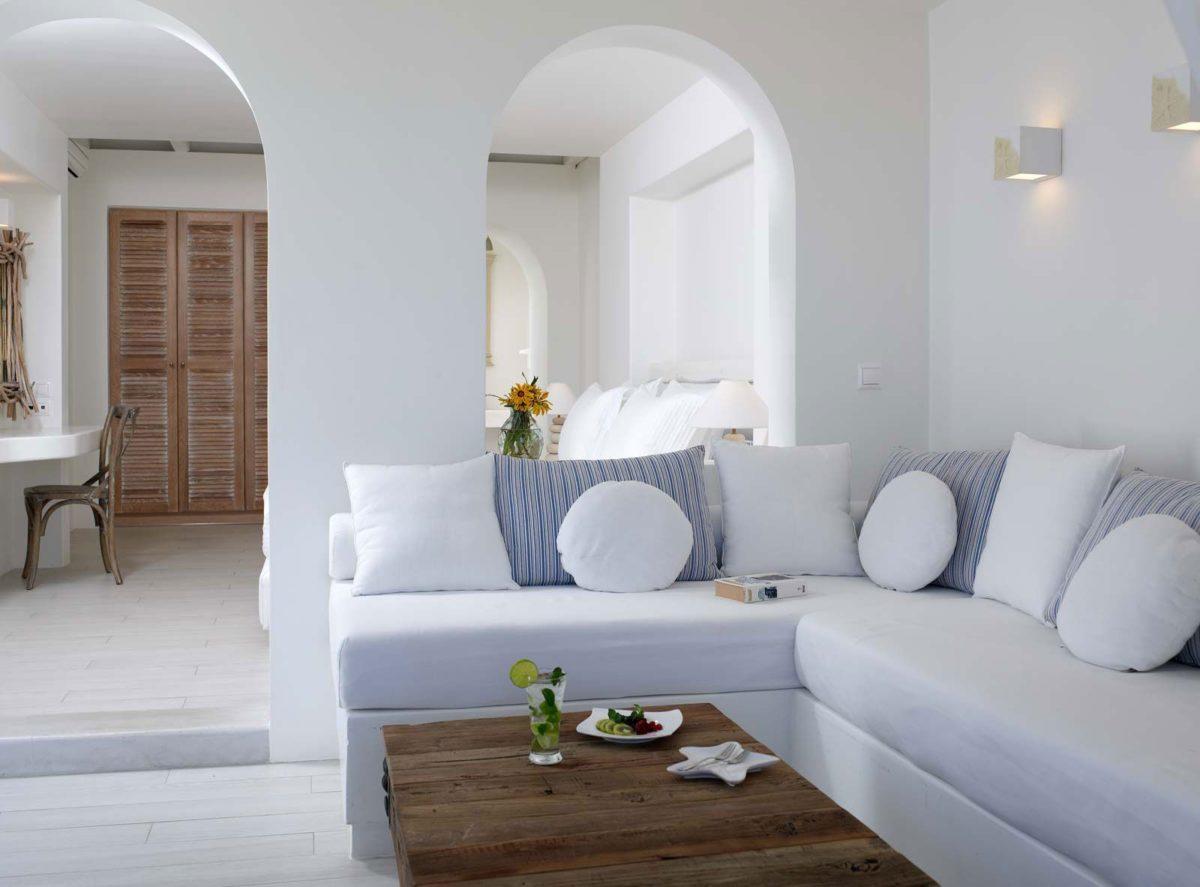 Lo splendore e la luminosità del soggiorno in stile greco