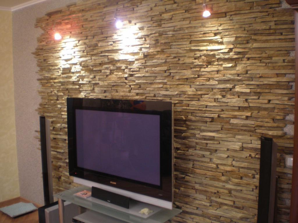 abbellire-parete-tv-pietra