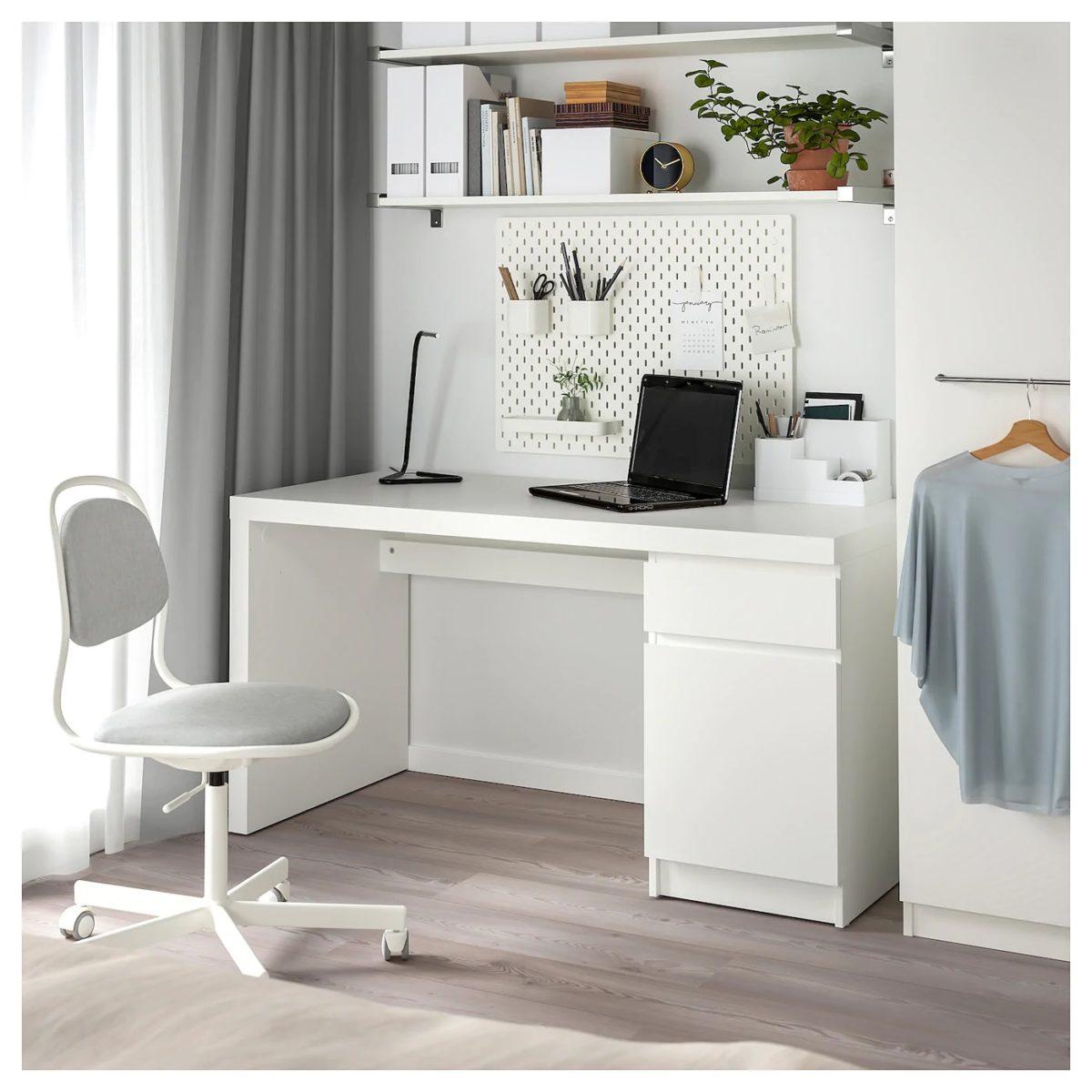 camera-da-letto-ikea-malm-scrivania