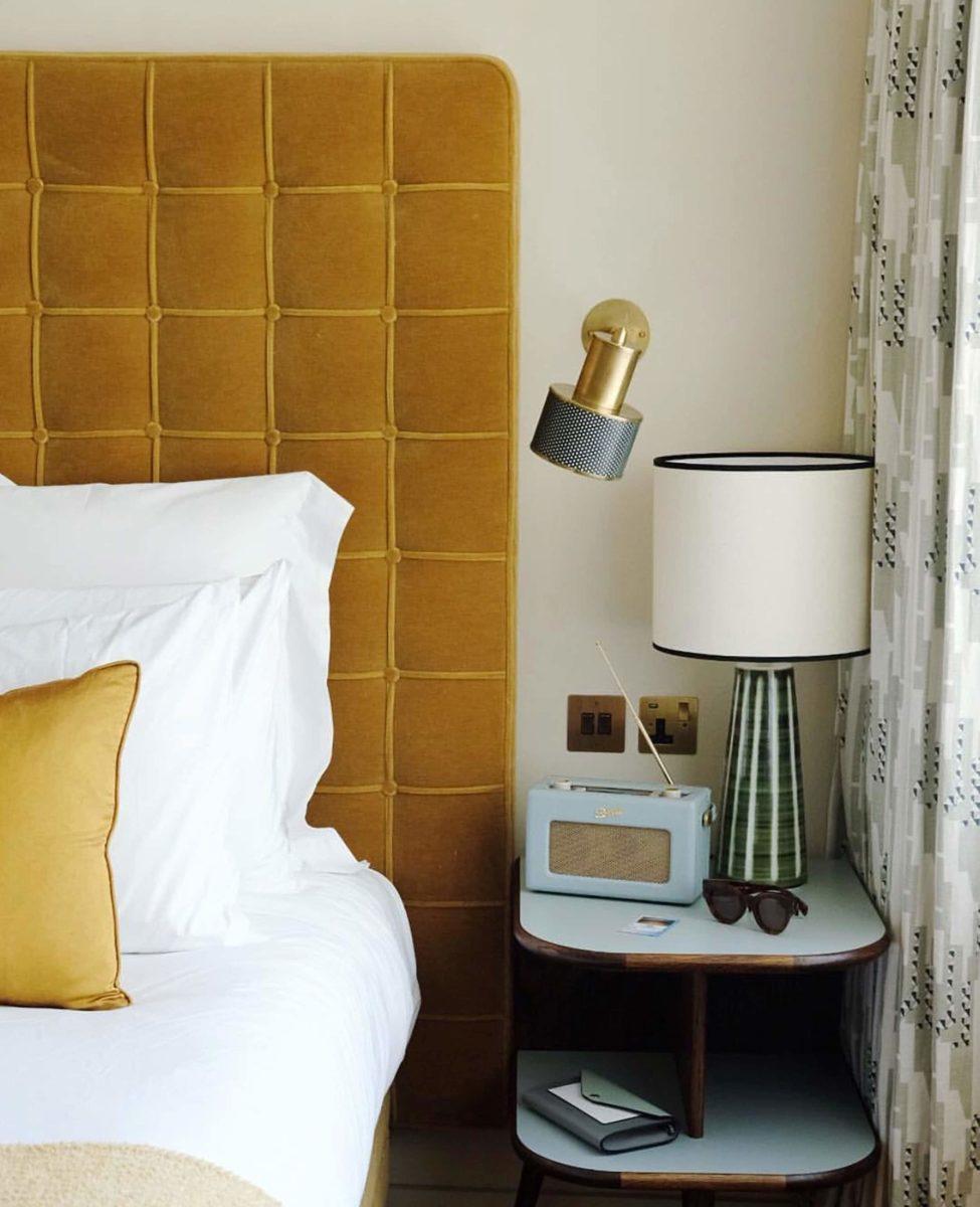 color-giallo-curry-camera-letto
