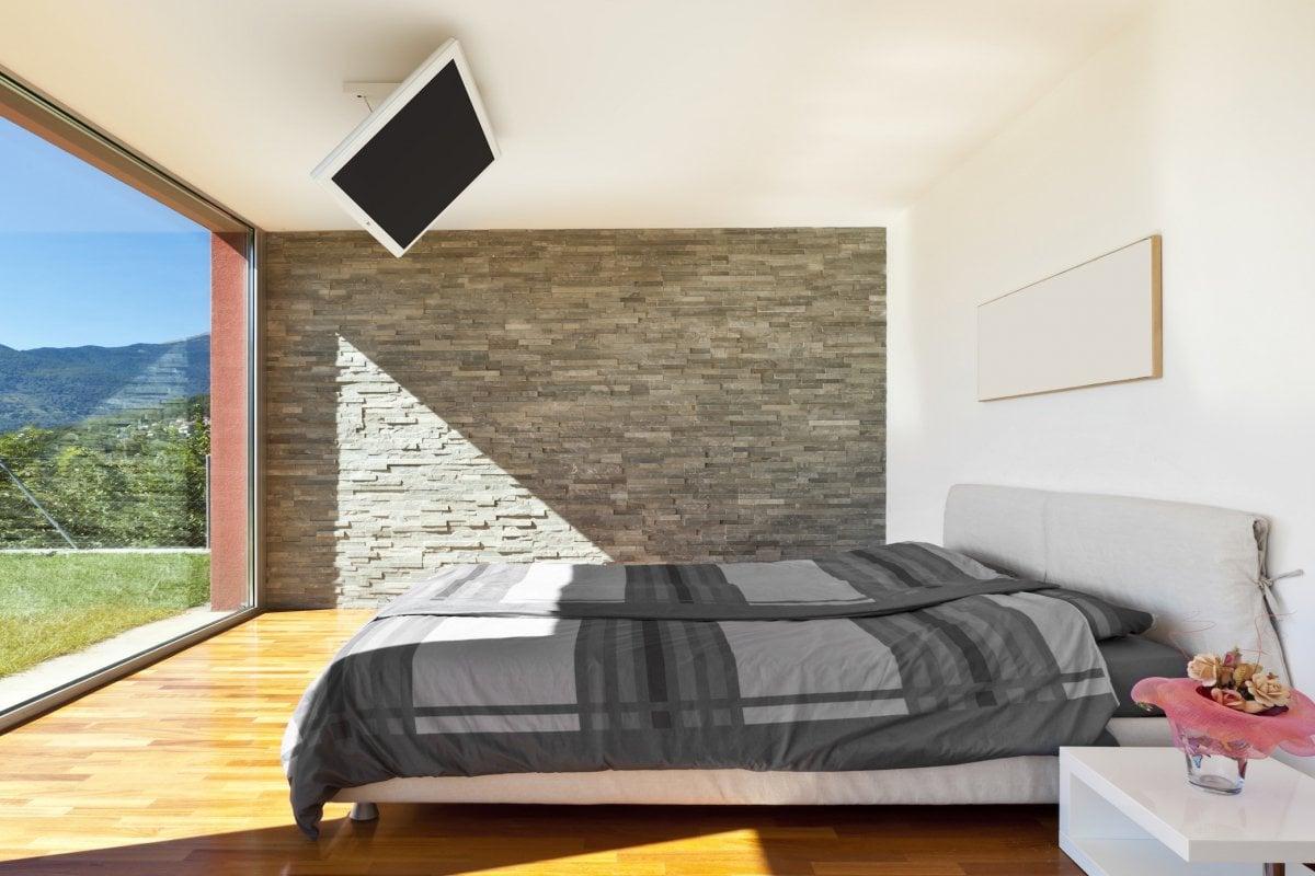 sistemare-tv-in-camera-soffitto