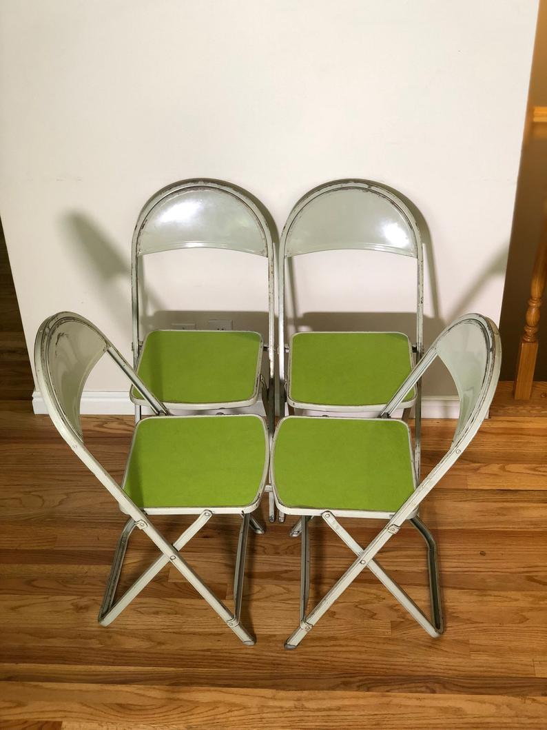 abbellire-soggiorno-piccolo-sedie-pieghevole