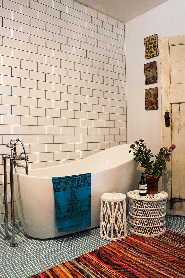 bagno-stile-bohemien-vasca-bianca