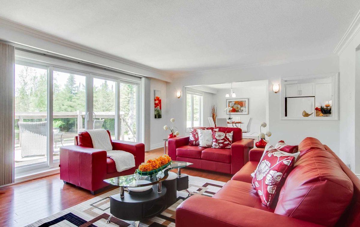 color-amaranto-soggiorno-divano