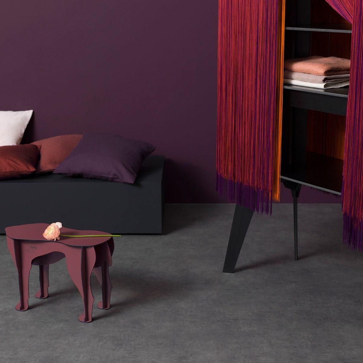 color-amaranto-soggiorno-mobili