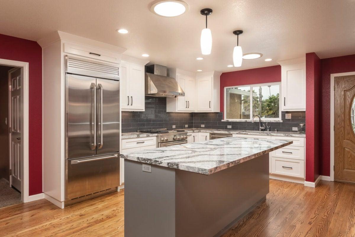 colore-borgogna-cucina-pareti