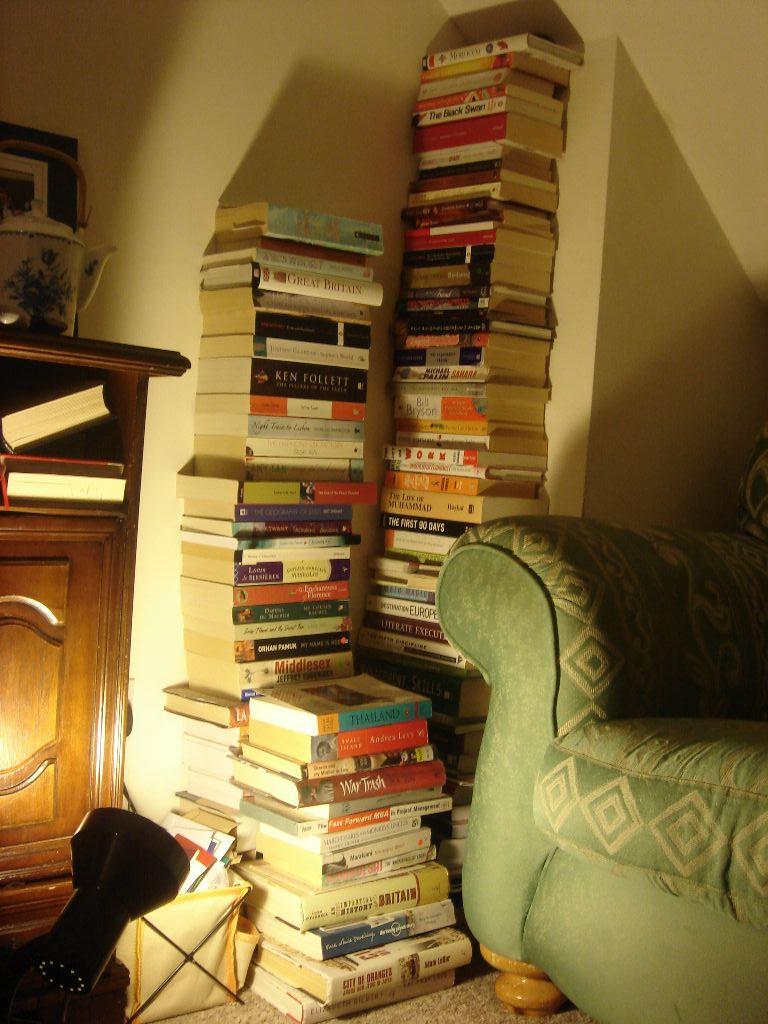 organizzare-libri-libreria-casa-piramide