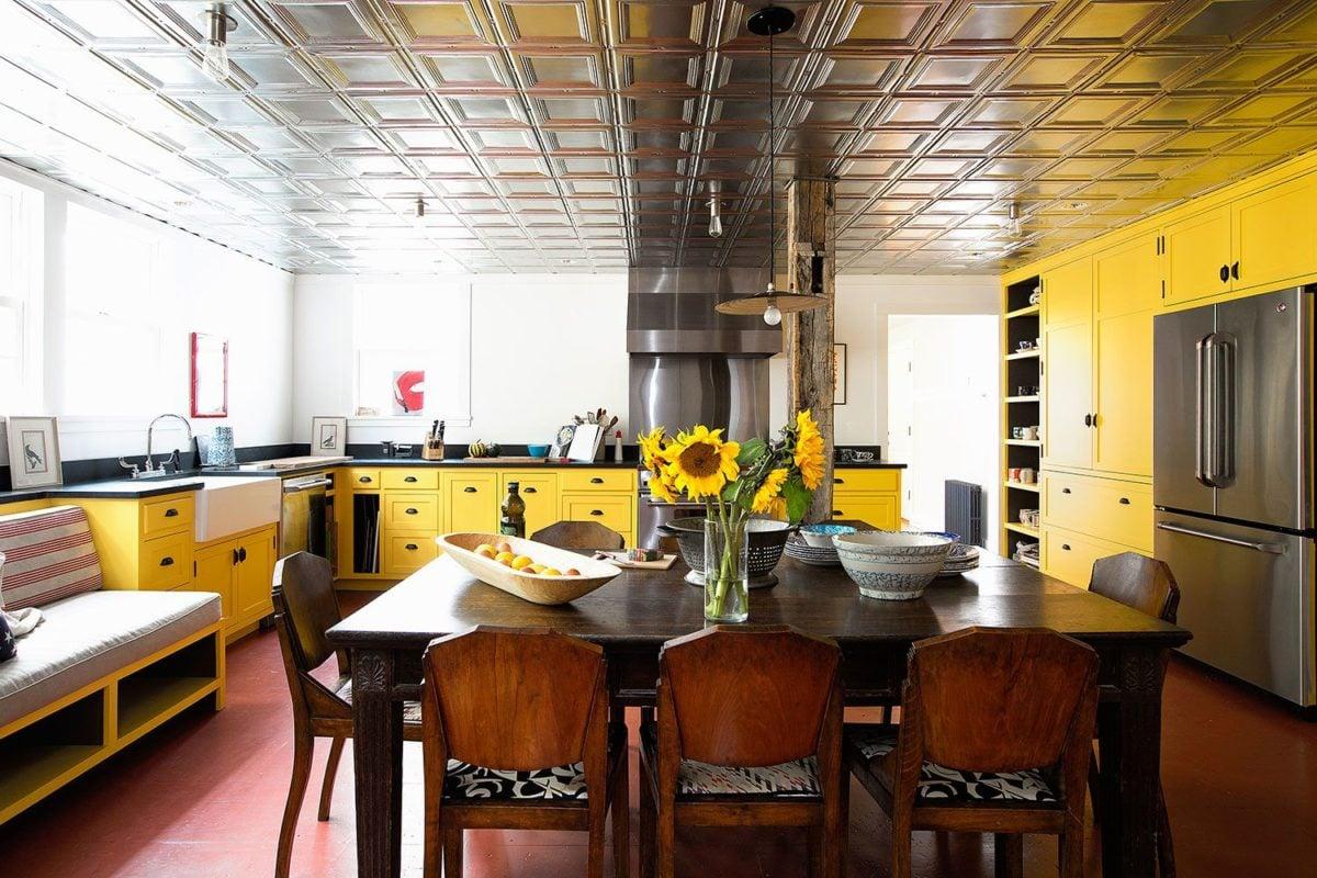 colore-ambra-cucina-legno