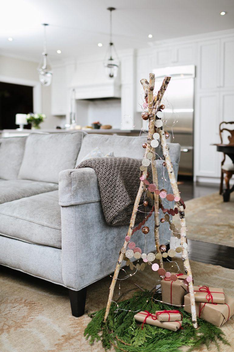 decorazioni-natalizie-divano-albero