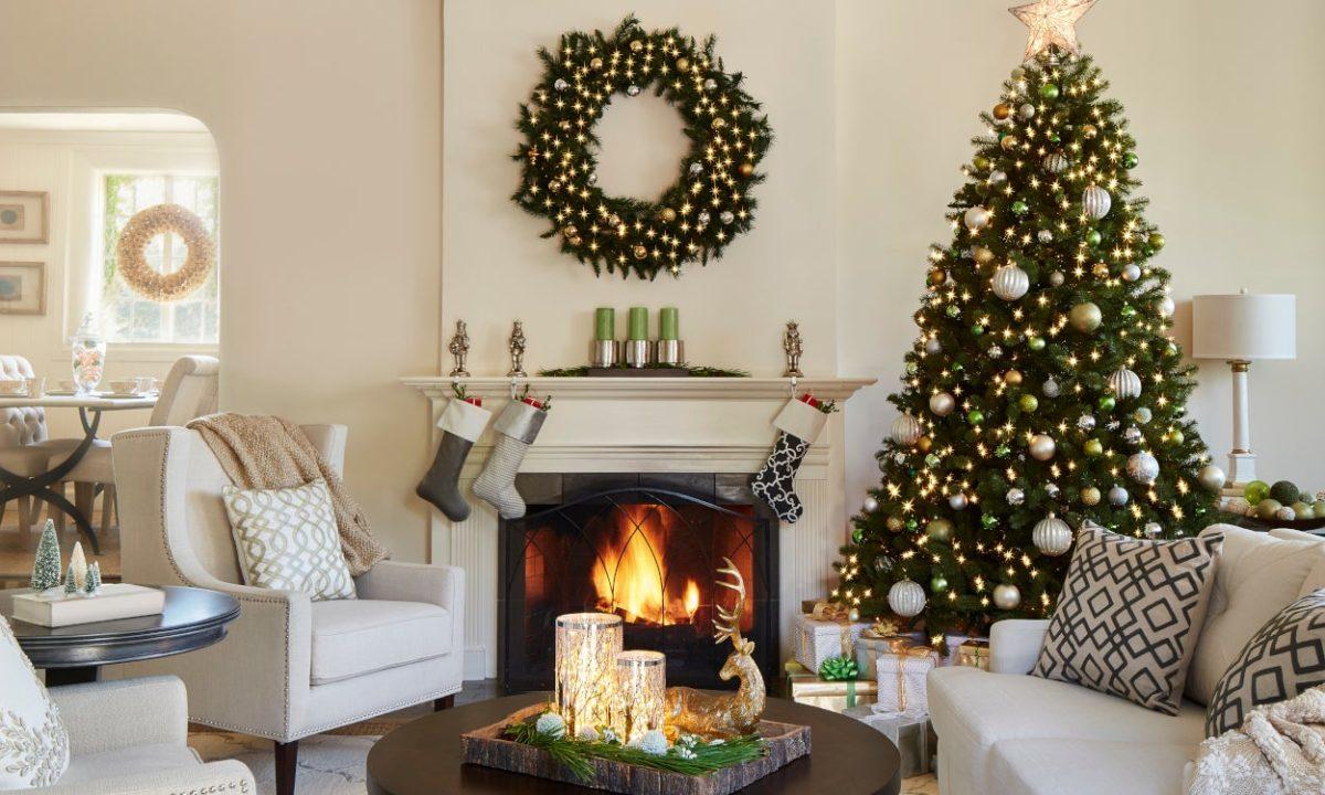decorazioni-natalizie-divano-bianco