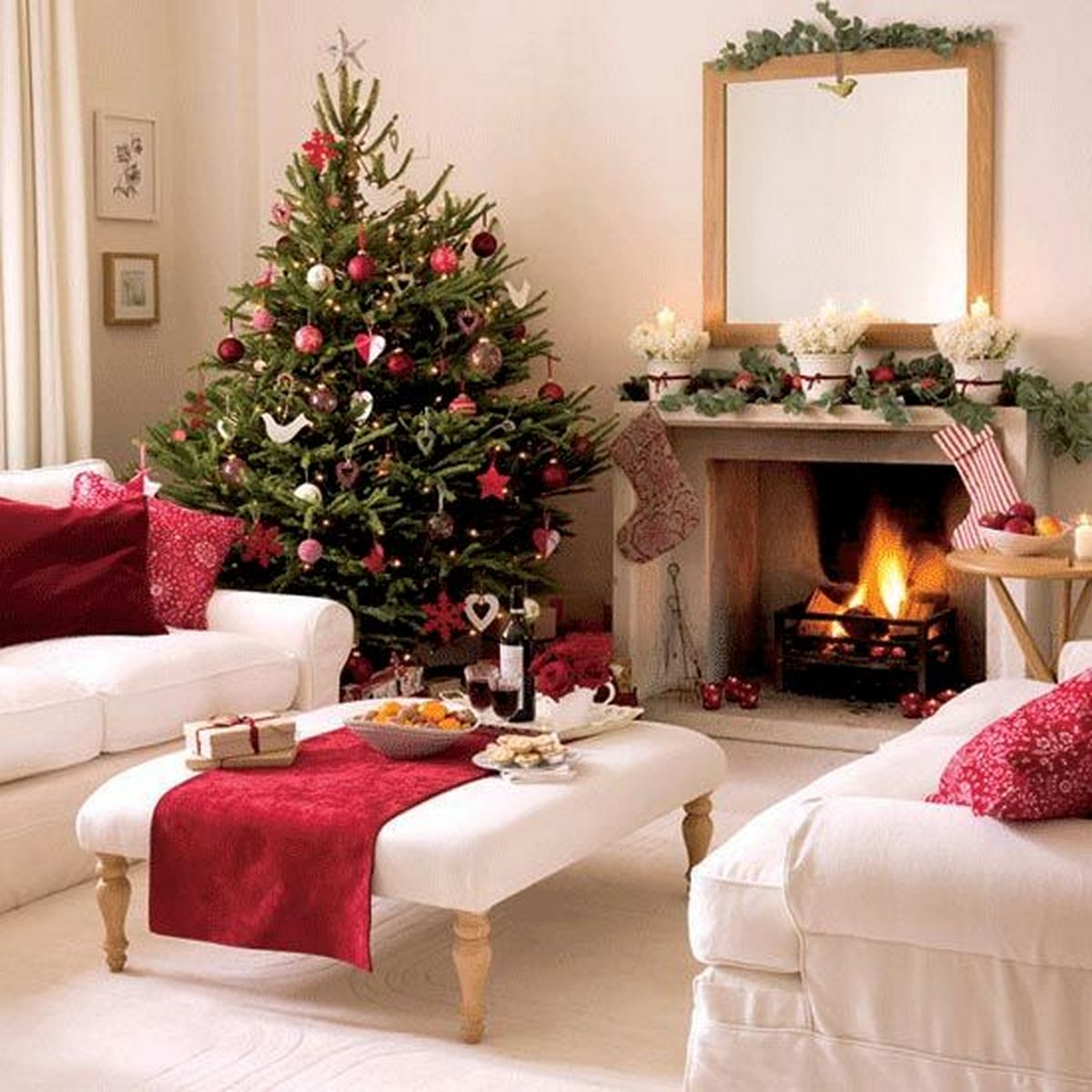 decorazioni-natalizie-divano-tessuto-rosso