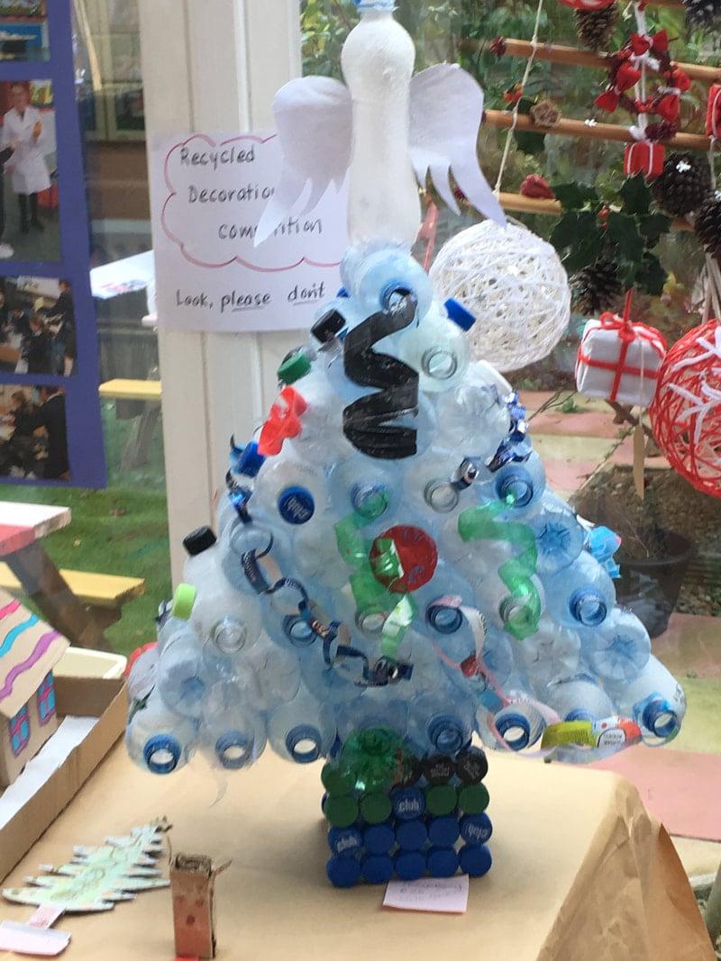 decorazioni-natalizie-ecologiche-plastica-albero